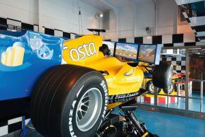 Das macht richtig Spaß. Der Grand-Prix-Rennwagen Simulator an Bord der Costa Pacifica. Foto: Costa Crociere
