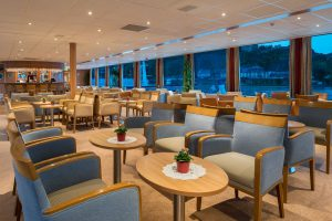 Der Panorama-Salon lädt ein. Foto: Nicko-Cruises