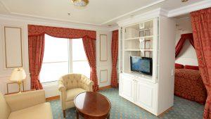 Eine Suite mit französichem Balkon auf der Deutschland Foto: lenthe/touristik-foto.de